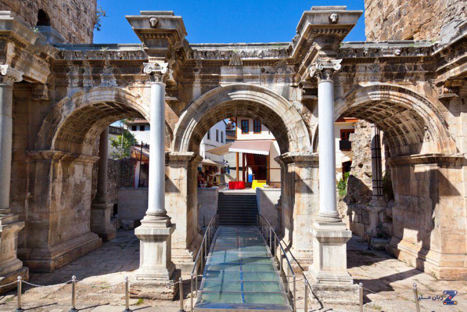 شهر آنتالیا - هادریان کاله کاپیسی